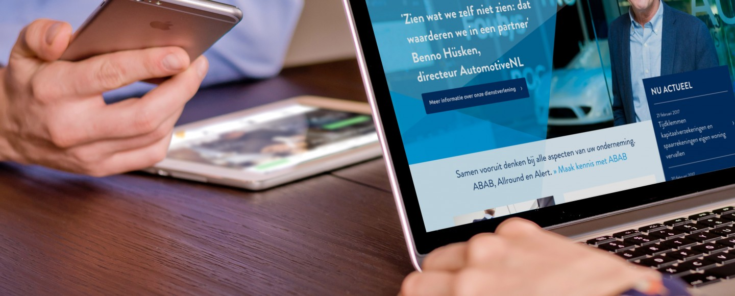 ABAB website op een laptop